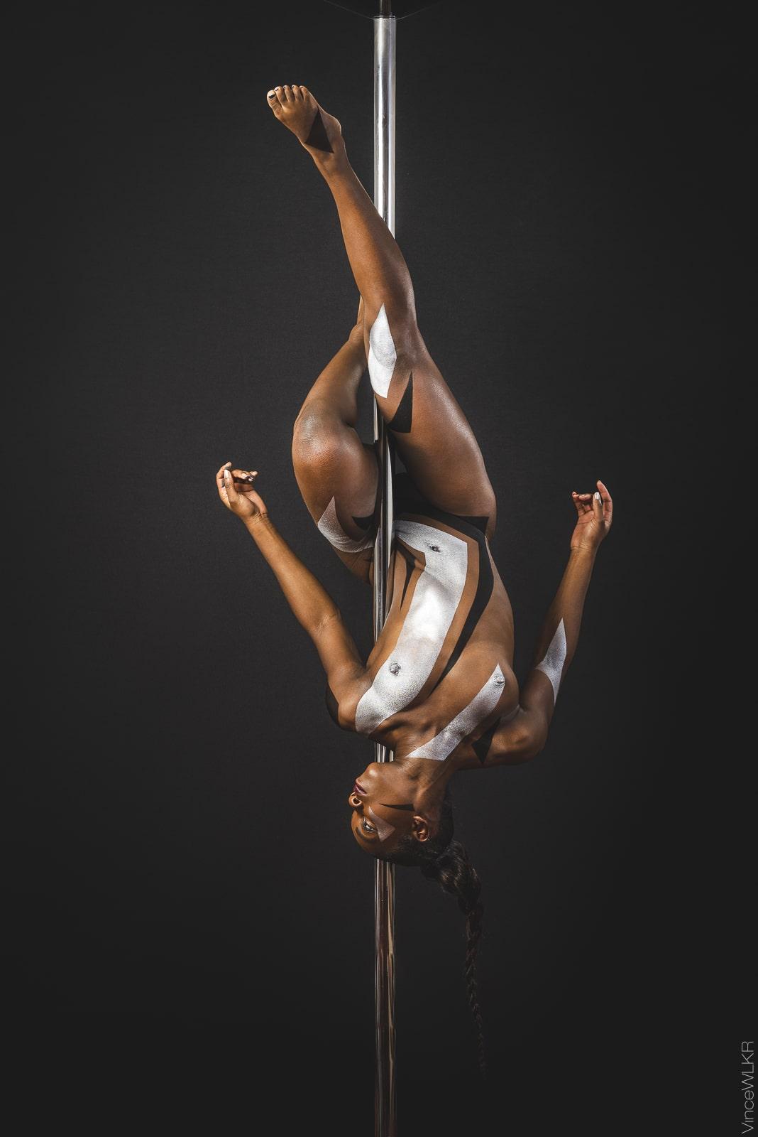 photo pole danse danseuse bodypainting