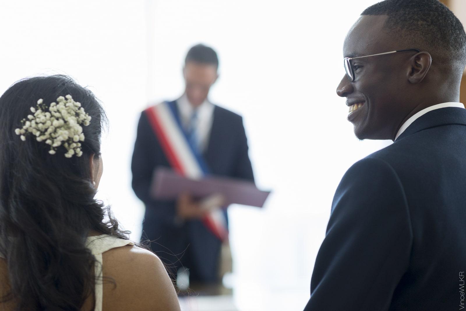 les mariés devant le maire montreuil