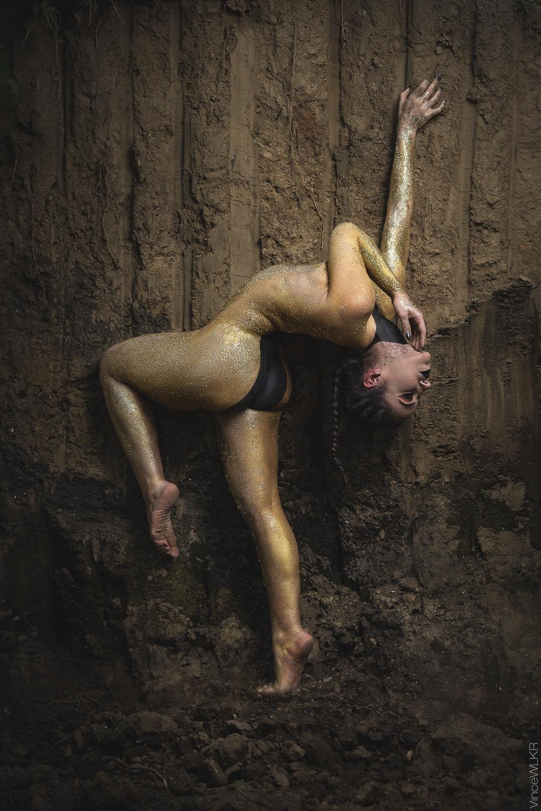 bodypainting danseuse doré brillant