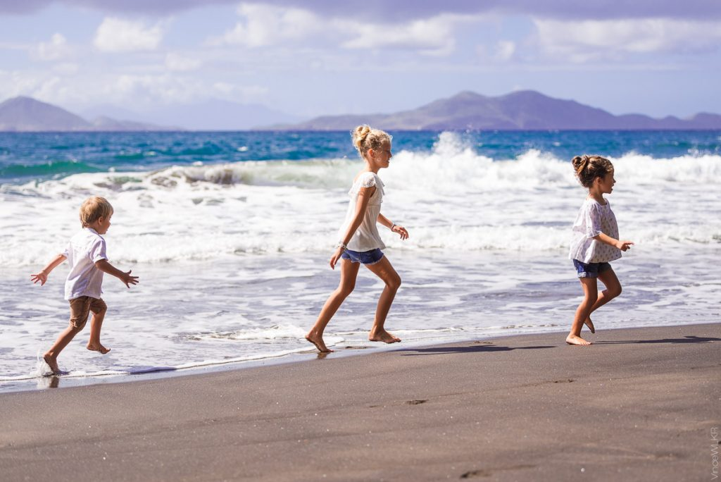 enfant sur la plage Trois-Rivière (Guadeloupe)