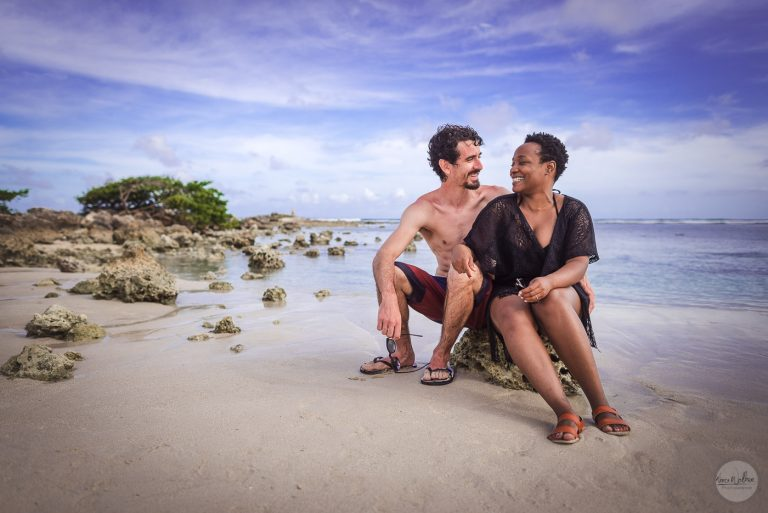 couple plage sainte-anne Guadeloupe