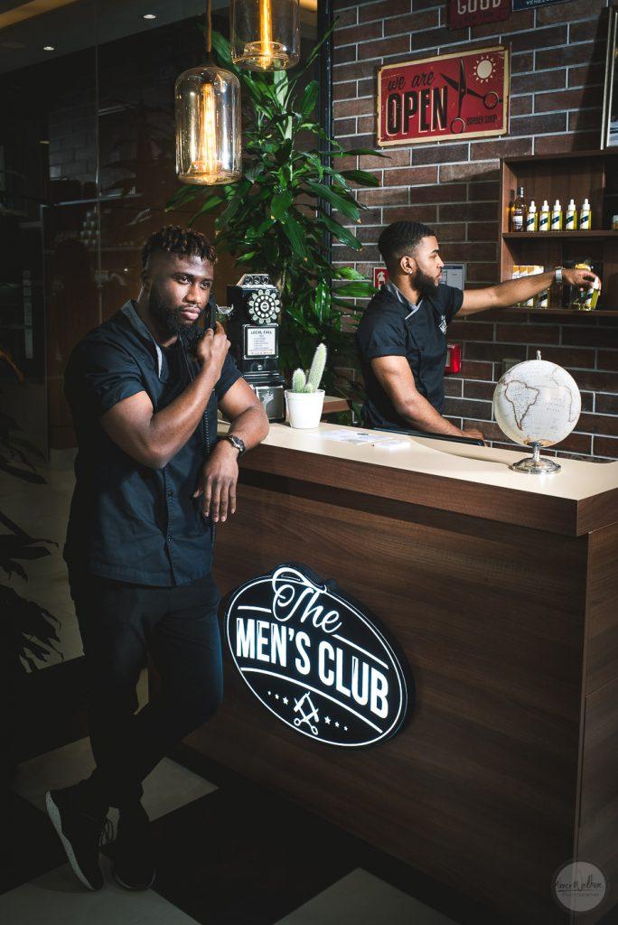 barbershop, hommes au comptoir