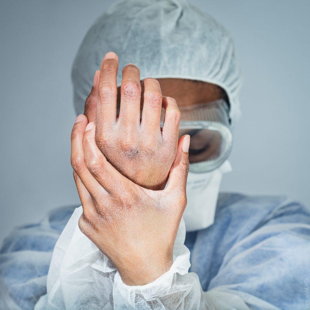 infirmière main coronavirus